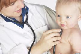 Gimdymo namai ir gydytojo pagalba motinai