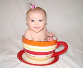 Kaip išmokyti vaiką gerti iš puodelio?