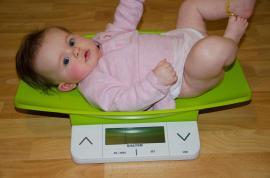 Kiek kūdikis turi priaugti svorio?
