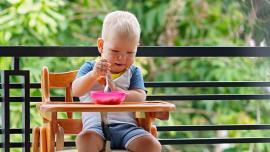 Vaikas valgo savarankiškai