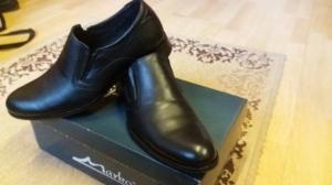 Nauji. odiniai batai prie kostiumo