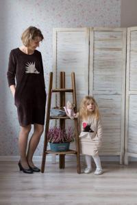 Kreminė suknelė su kišenėmis ežys