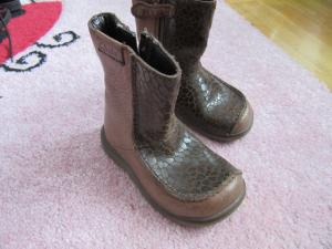 Ilgaauliai sezoniniai batai.