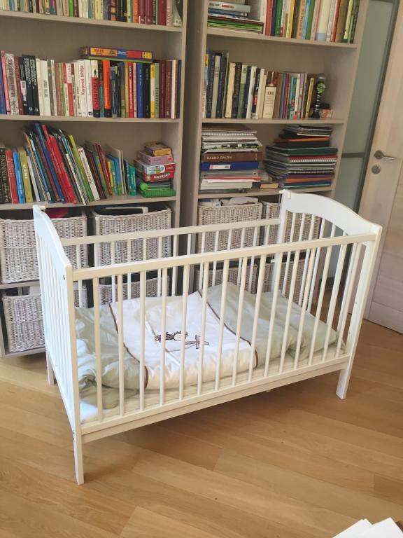 Vaikiška balta lovytė