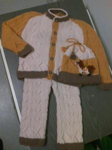 Vienetinis megztas kostiumėlis berniukui
