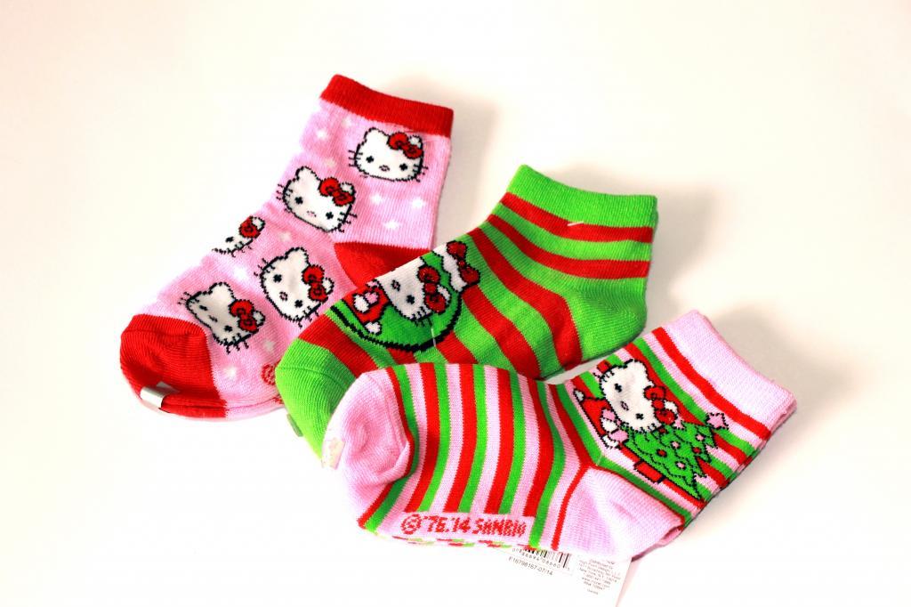 Naujos kojinės mergaitei su helo kity