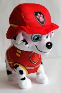 Pliušinis šuniukas patrulis  vaikštantis