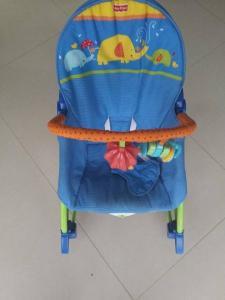 Gultukas-kėdutė kūdikiui fisher price