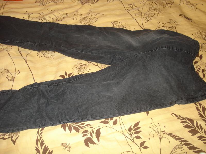 Keletas kelnių, džinsų besilaukančiai s-m dyd. nešiojusiai mamytei