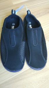 Vandens batai su guminiu padu