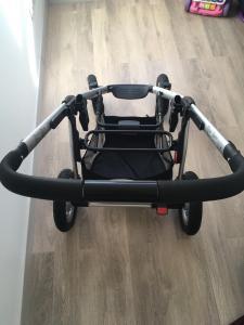 Maxi cosi mura 4 vežimėlis ir automobilinė kėdutė pebble plus.