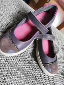 Batai mergaitei
