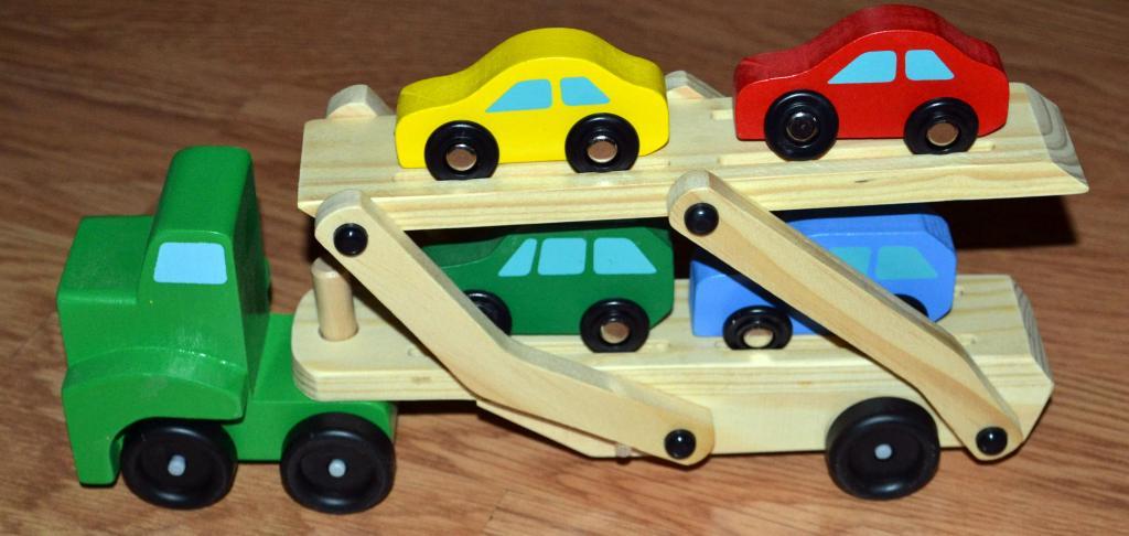 Medinis tralas su mašinėlėmis