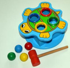Medinis kalimo žaislas