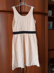 Vieną kartą dėvėta graži suknelė.