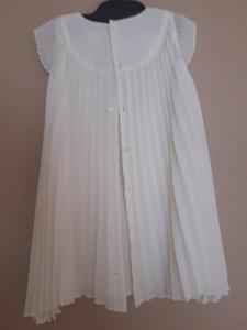 Balta šventiška suknelė