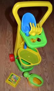 Smėlio žaislų rinkinys vežimėlyje