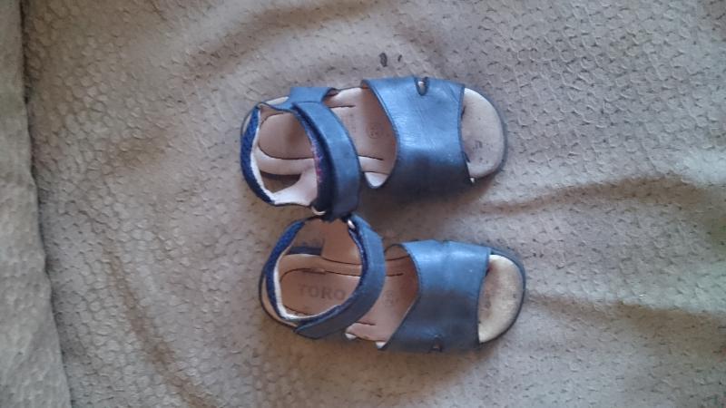 Mėlynos odinės basutes