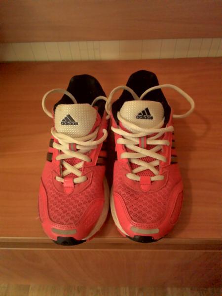 Parduodu dėvėtus, bet labai geros būklės sportinius batus mergaitėms (tinka ir berniukams)